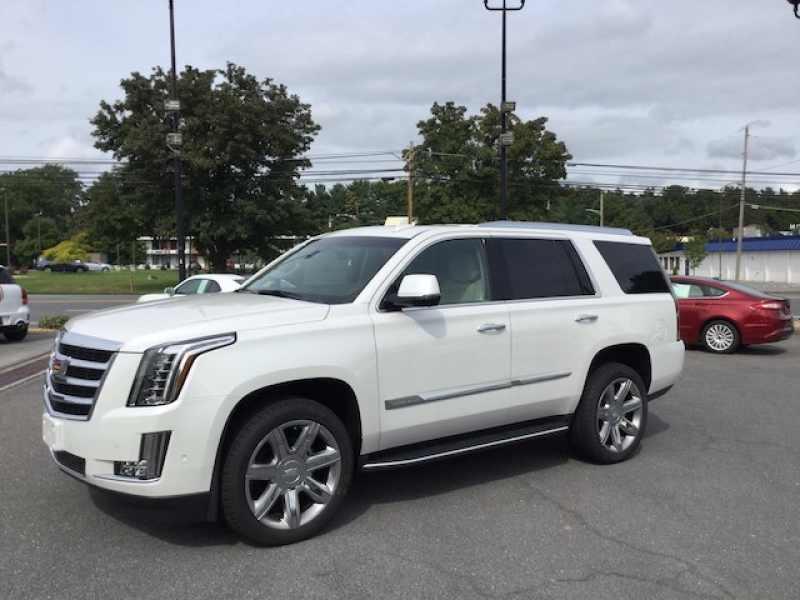 2017 Cadillac Escalade Luxury 1 CarSoup