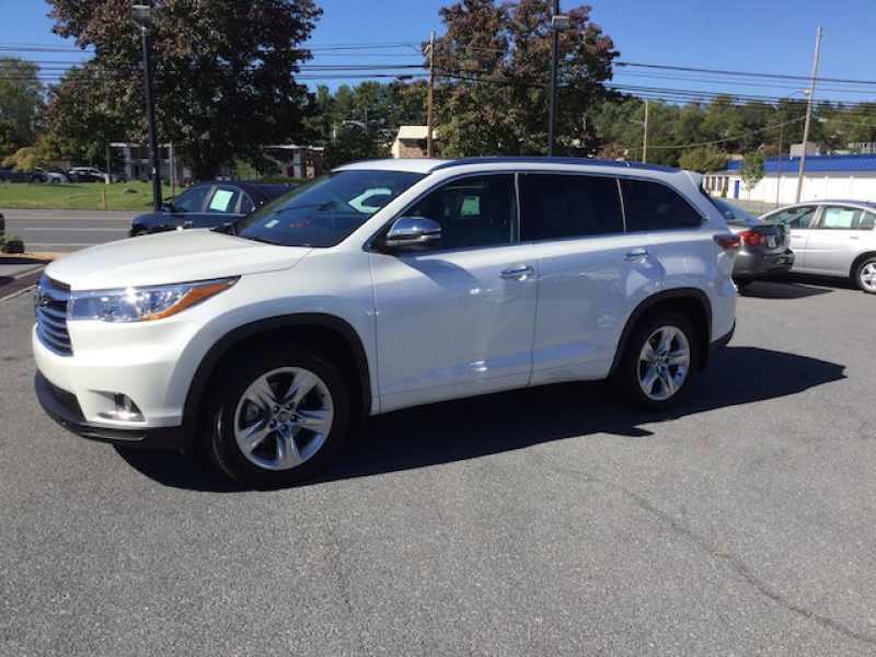 Used 2016 Toyota Highlander 9 CarSoup