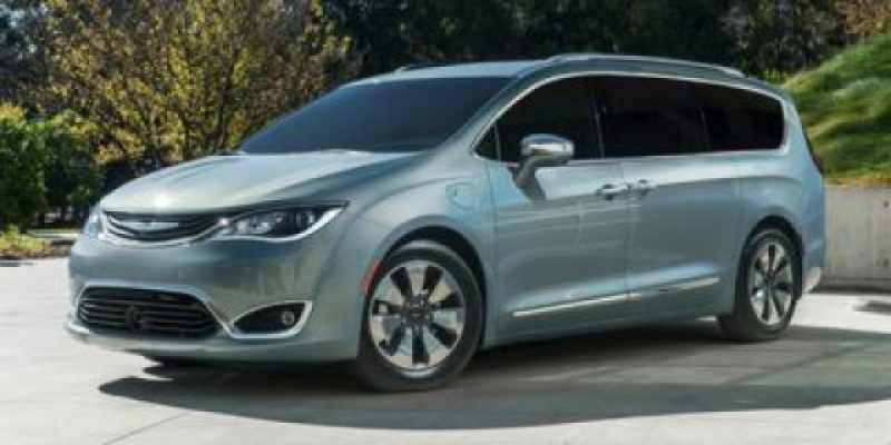 2018 Chrysler Pacifica CHRYSLER LIMITED 1 CarSoup