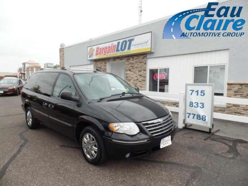 2005 Chrysler Town and Country Limited 1 CarSoup