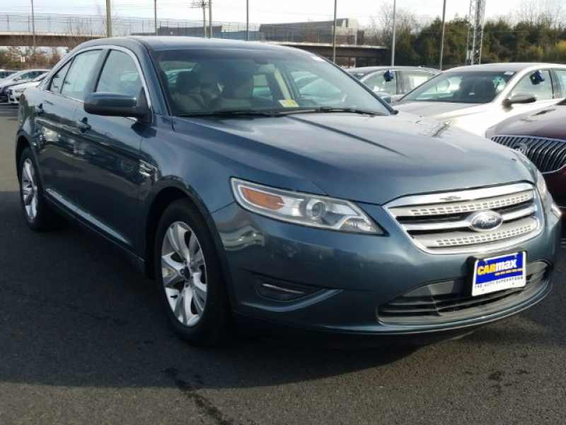 2010 Ford Taurus 1 CarSoup