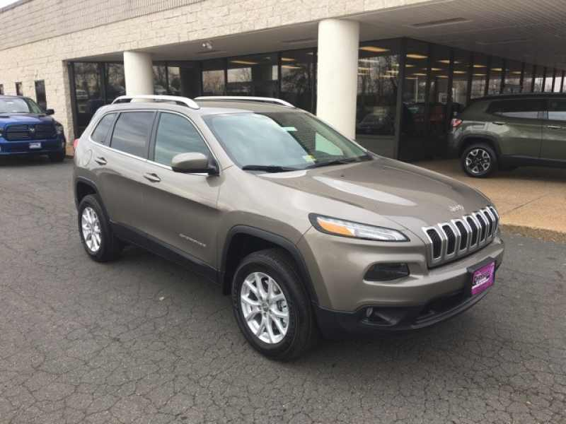 2018 Jeep Cherokee Latitude Plus 1 CarSoup