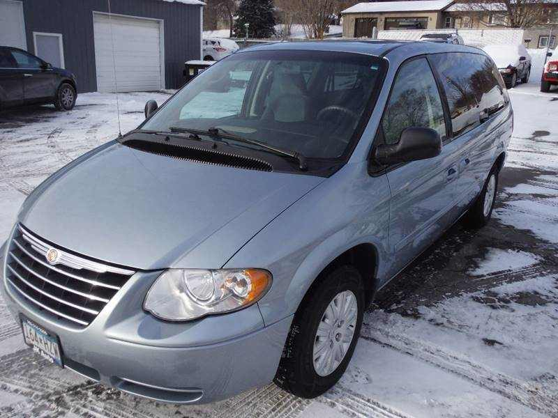 Used 2005 Chrysler Town & Country 9 CarSoup