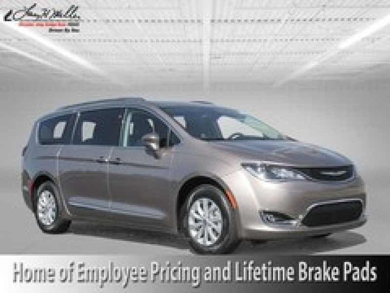 2018 Chrysler Pacifica Touring L 1 CarSoup